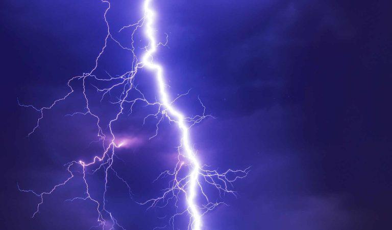 Torino, un violento nubifragio si abbatte sulla cintura sud-est. Sotto una bomba d'acqua Moncalieri, Nichelino, Chieri, Collegno, Rivoli e Grugliasco. Il video