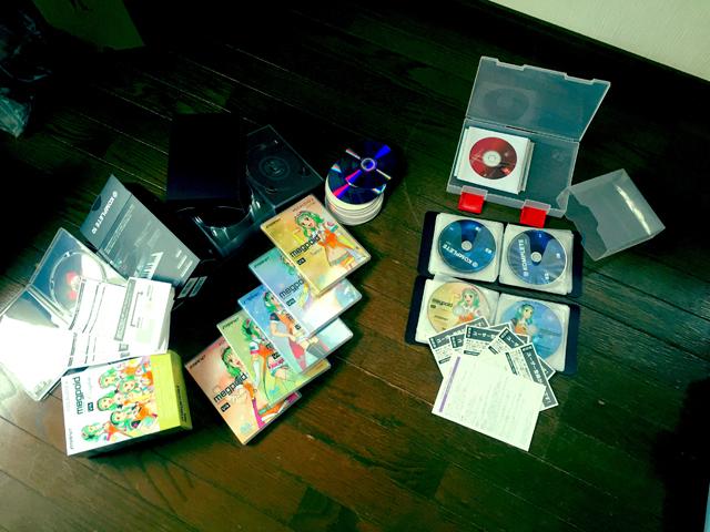 分類前のディスク音源と空箱類