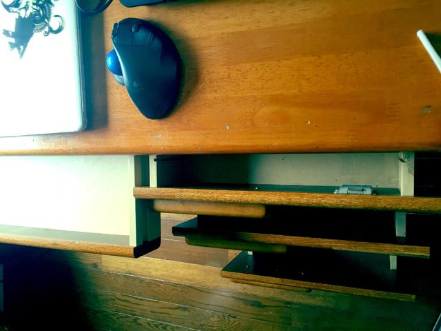 片づけ祭り後の机の引き出しの中身はほぼ空