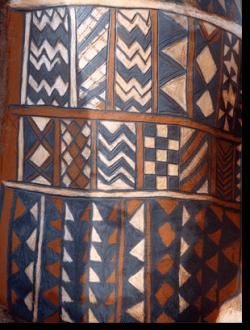 Tiébélé : peinture traditionnelle kassena à la cour royale