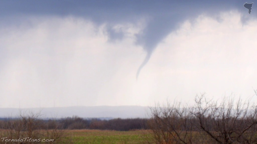December 14, 2014 | Rare December Tornadic Storm Chase Near Apache, OK
