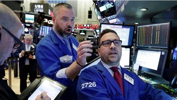 Viernes de furia – Subieron el dólar, el riesgo país y cayeron las acciones