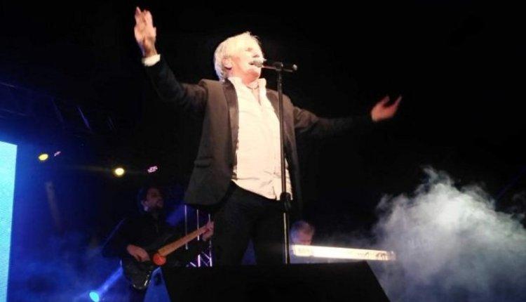 Sergio Denis volvió a cantar en su pueblo después de 25 años