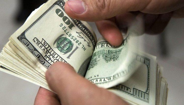 """Volvió el dólar """"blue"""": cotizó más caro que el oficial y es una señal negativa para el Banco Central"""