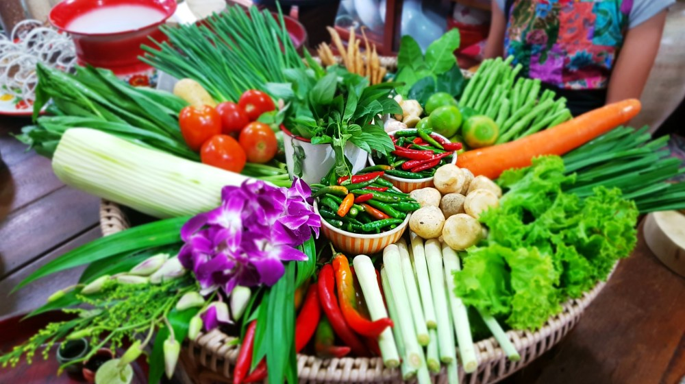 Fresh Thai Vegetables and Spices - Trazy - Thailand Silom Thai Cooking School Class in Bangkok!