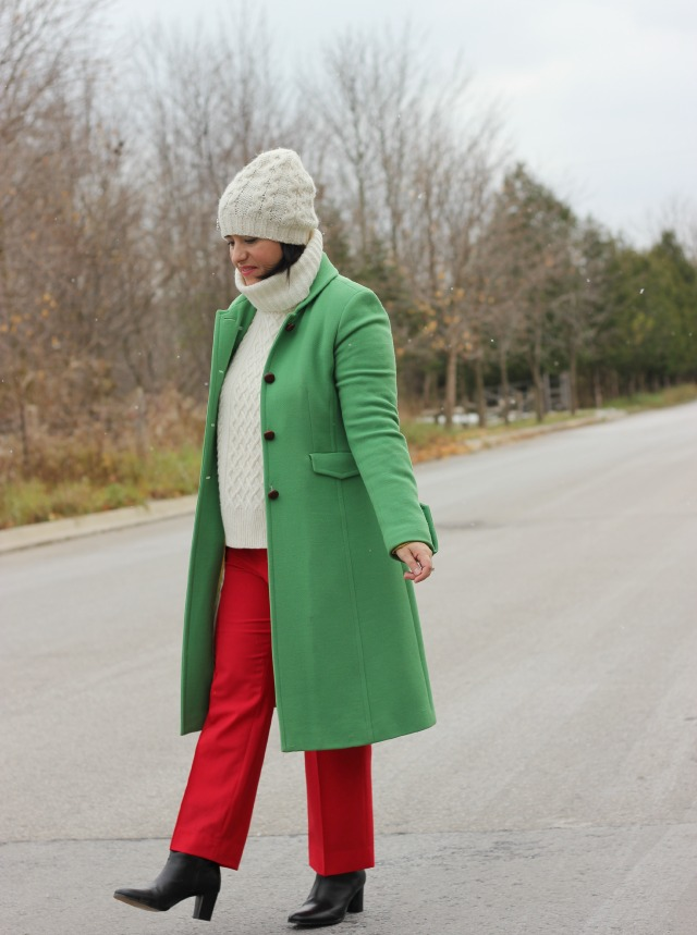 christmas outfit ideas colourblock outfit red green white outfit