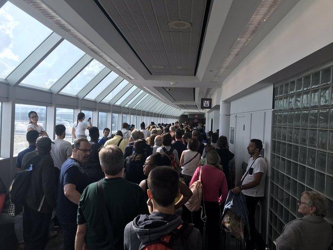 【溝通的藝術】出境系統停擺 多倫多皮爾遜國際機場出境大混亂 旅客躁爆 - Toronto What's UP