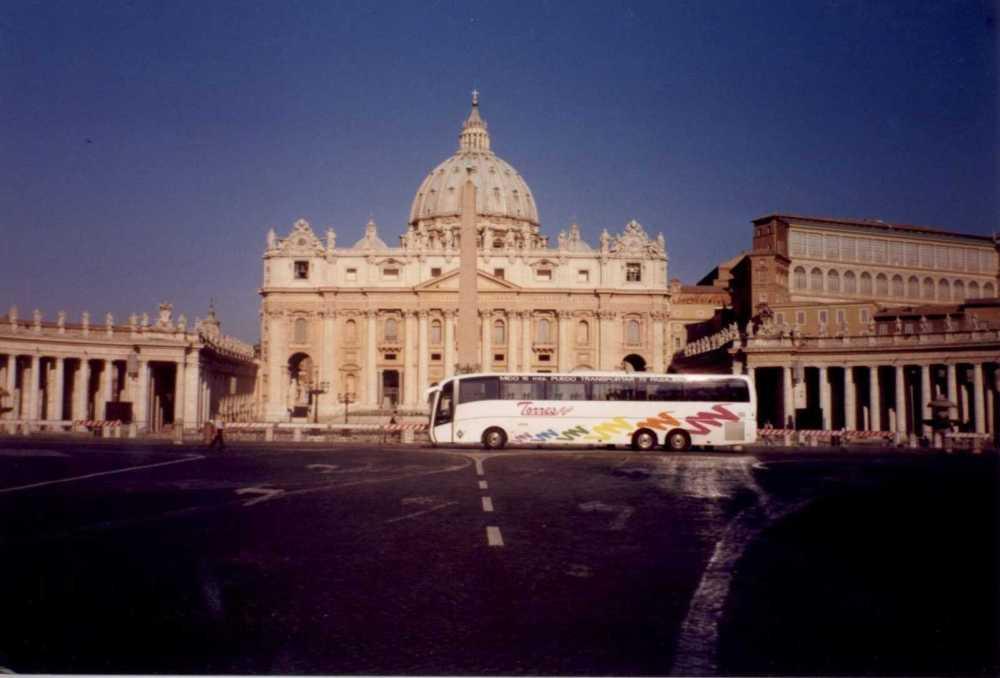 Autobus Torresbus en el Vaticano Roma - tasa de 1000 euros para autobuses turisticos en Roma