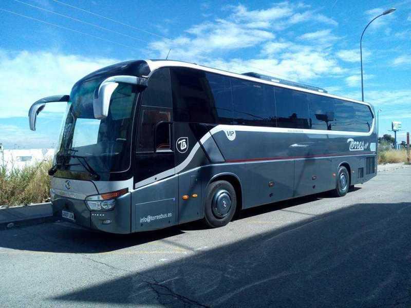Autobuses y autocares de 54 plazas