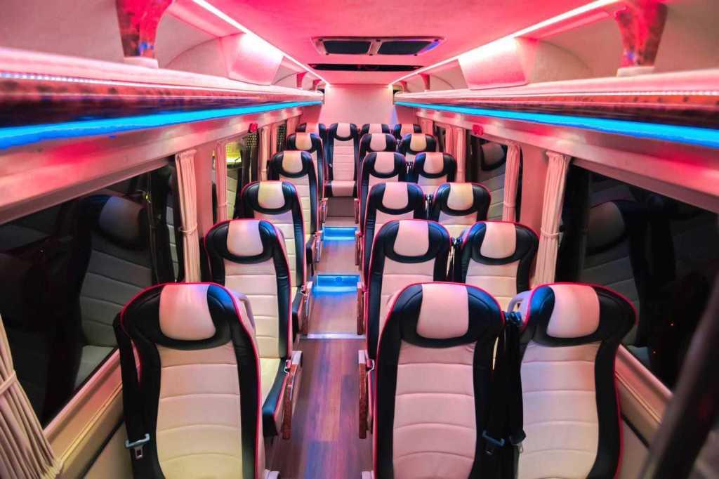 cuanto cuesta alquilar un microbus clase vip lujo en madrid