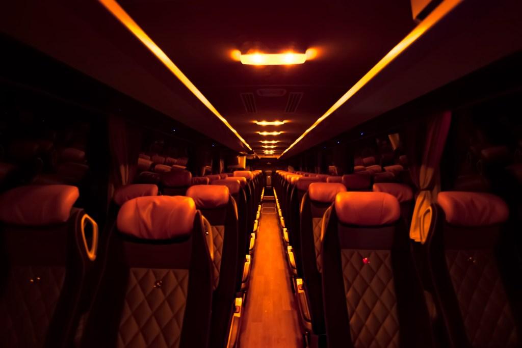 Autobuzul interior 56 pasageri