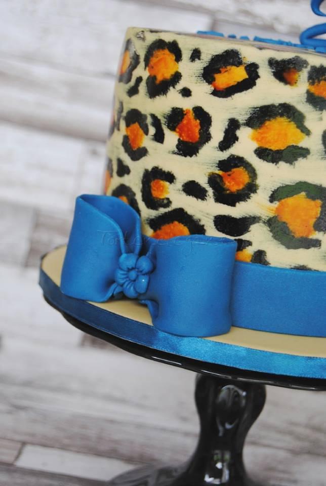 leoparden torte kuchen blau schleife malen geburtstag. Black Bedroom Furniture Sets. Home Design Ideas