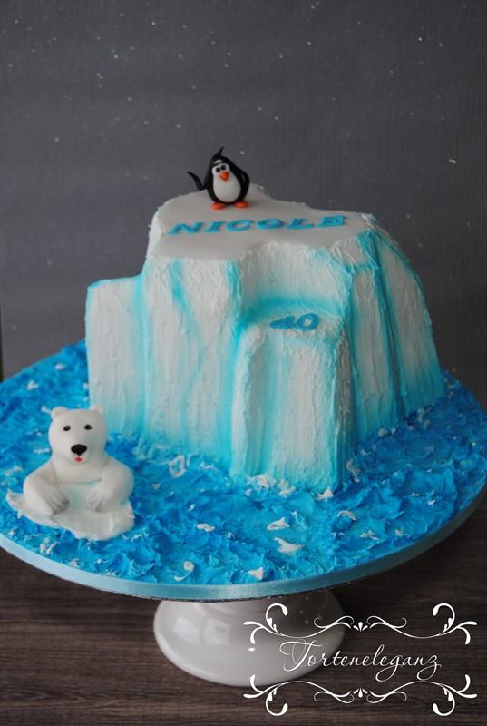 Eisbergtorte mit Eisbär und Pinguin