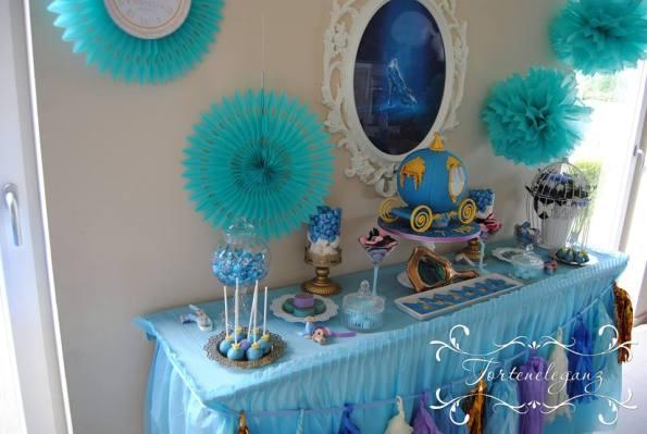 Cinderella Kindergeburtstag 3D Torte Candy und Deko Candy Table Ponpons