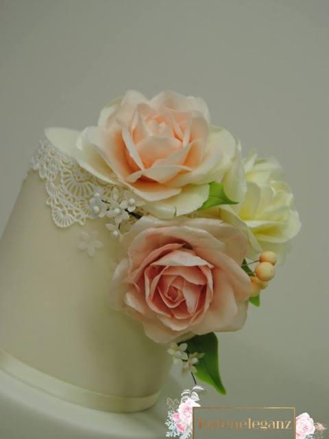 Rustikale Vintage Hochzeitstorte Blumengesteck