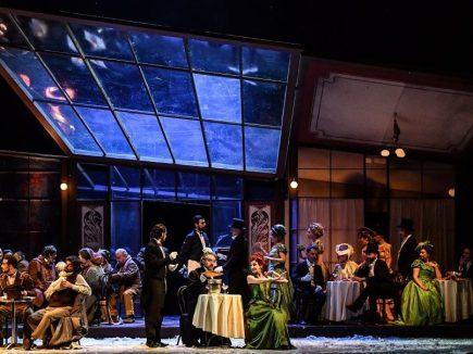 04 La bohème_Teatro Goldoni Livorno_una scena atto 2_foto di Augusto Bizzi
