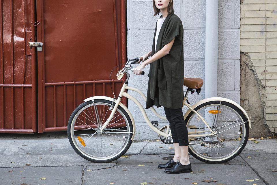 Al lavoro in bici