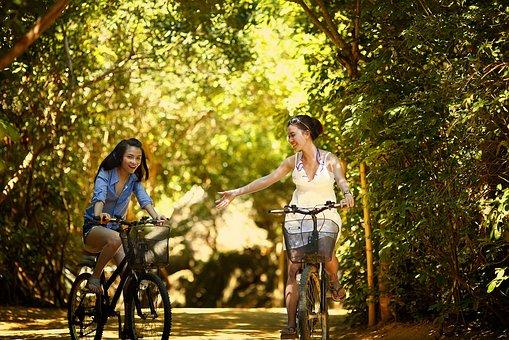 In bicicletta si diventa belli e sodi