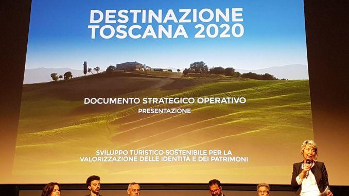 """Un momento della presentazione di """"Destinazione Toscana 2020 - Documento strategico operativo"""" al Teatro della Compagnia di Firenze (12 maggio 2017)"""