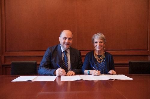 Il Presidente di Unpli, Dr. Antonino La Spina e il Segretario Generale del MIBACT, Arch. Carla Di Francesco firmano il Protocollo d'Intesa