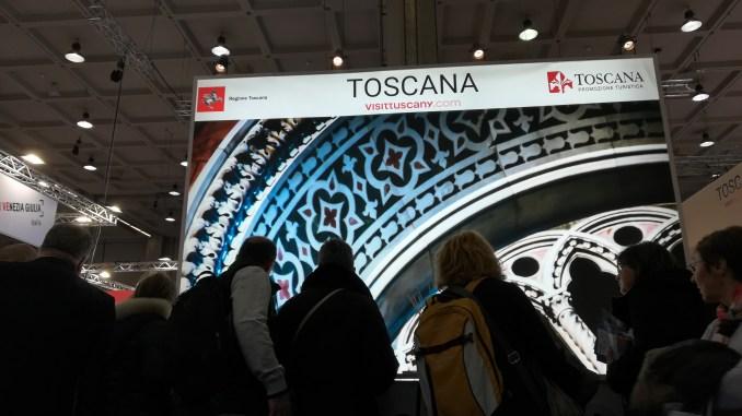 Il desk informazioni dello stand della Regione Toscana alla BIT 2018
