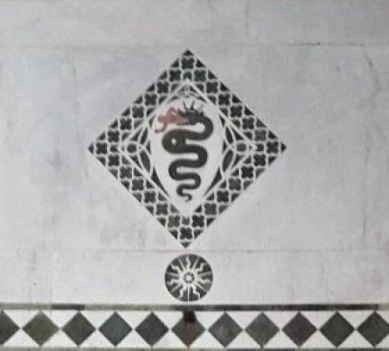 Stemma del Visconti sulla facciata della Cattedrale di Lucca