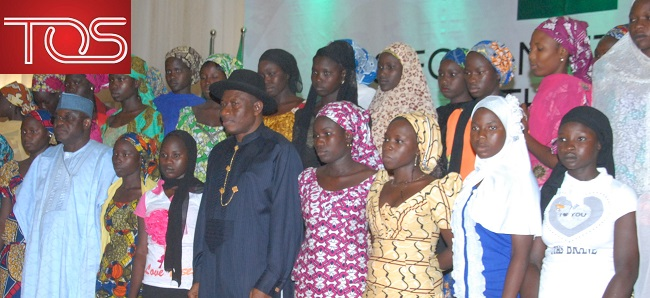 President-Goodluck-Jonathan-with-escaped-Chibok-girls-and-parents-e1406043502244