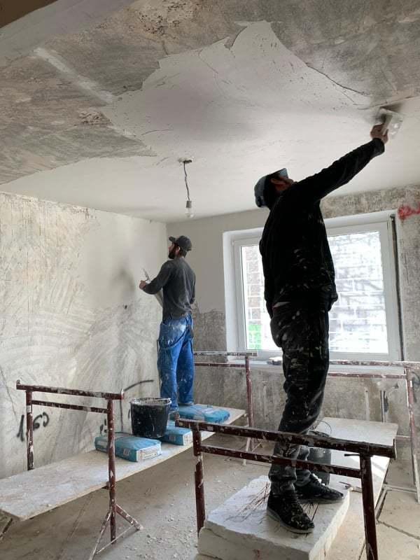 Renovare apartament- Cum îndreptăm pereții și tavanul unei locuințe