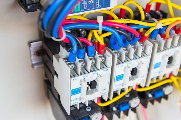 Schimbarea instalatiilor electrice 2 - Schimbarea instalatiilor electrice in Bucuresti - Total Design