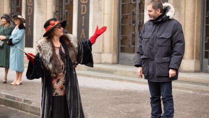 Catherine Frot a Xavier Gianneli při natáčení v pražských ulicích