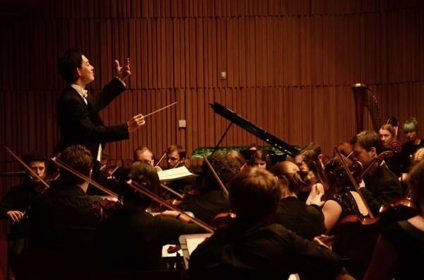 Dirigent Chuhei Iwasaki s Filmovou filharmonií
