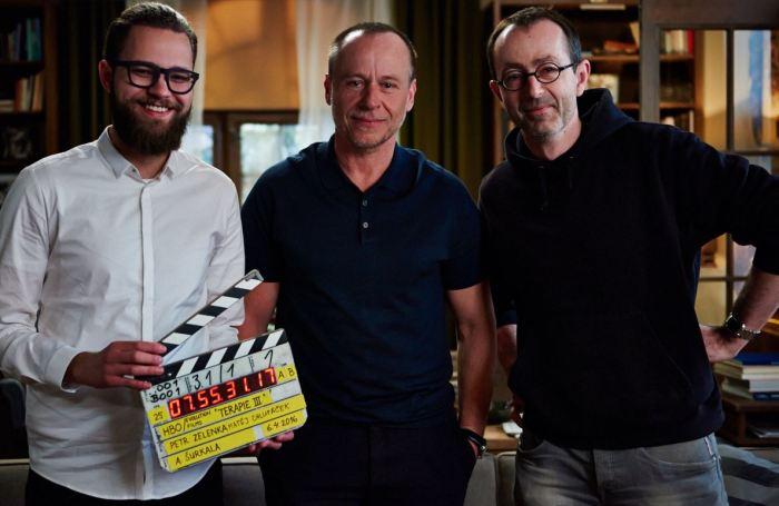 Matěj Chlupáček, Karel Roden a Petr Zelenka na place Terapie III.(foto: HBO)