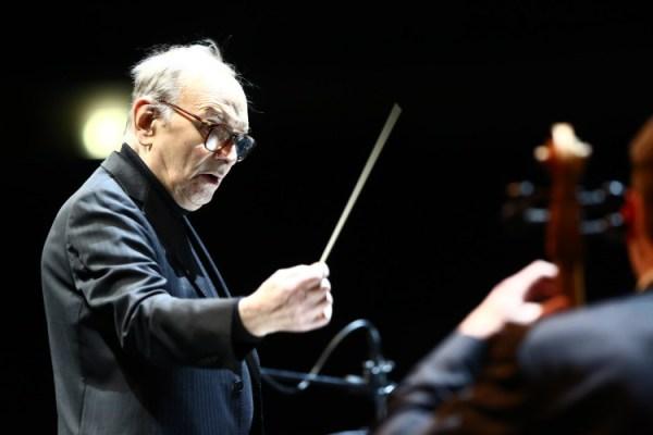 Ennio Morricone diriguje pražský koncert