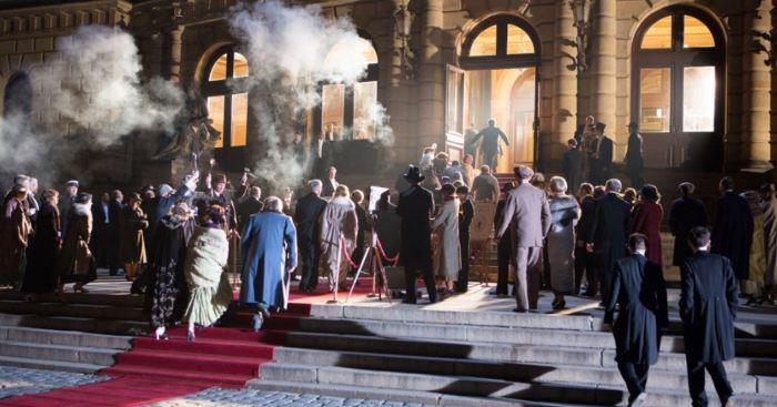Natáčení scény před pražským Rudolfinem