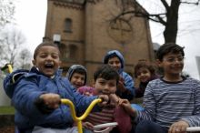 migrant-children-from-syria-in-front-of-a-protestant-church-in-oberhausen-germany