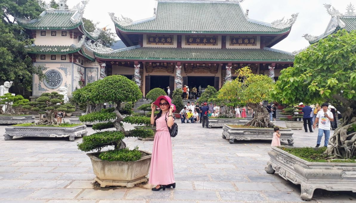 Selfie time at the Linh Ung Pagoda Complex