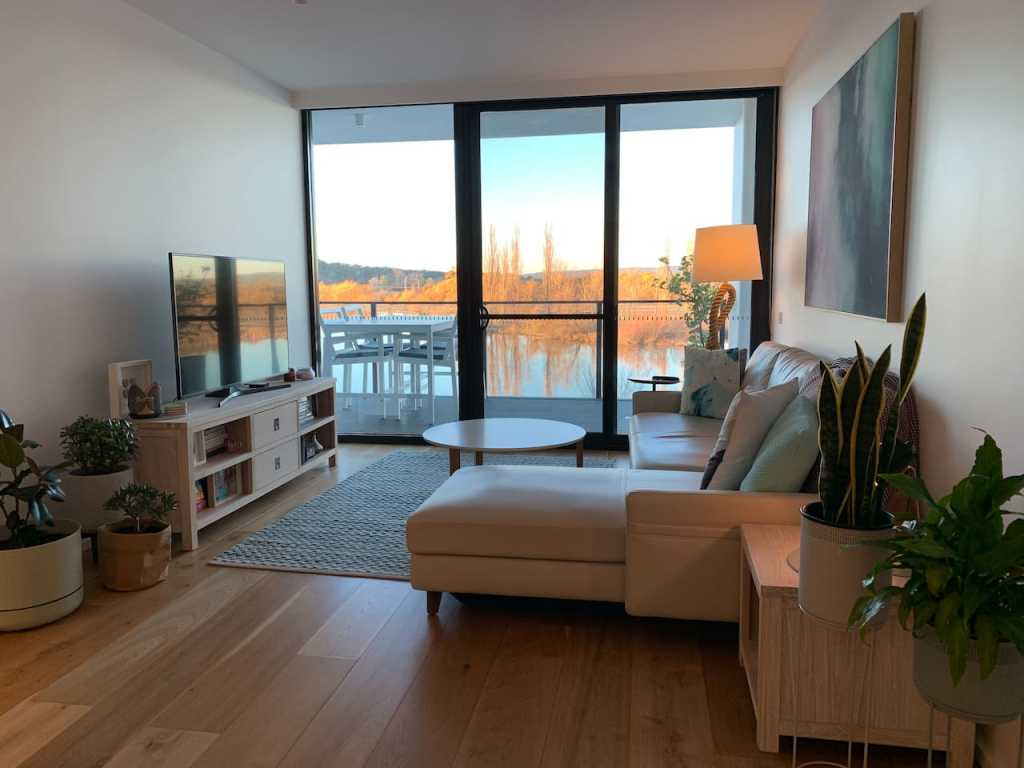 Stylish 1 bedroom waterfront apartment