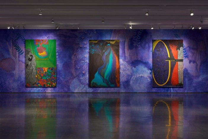 "Vista parcial da exposição ""Chris Ofili: Night and Day"""