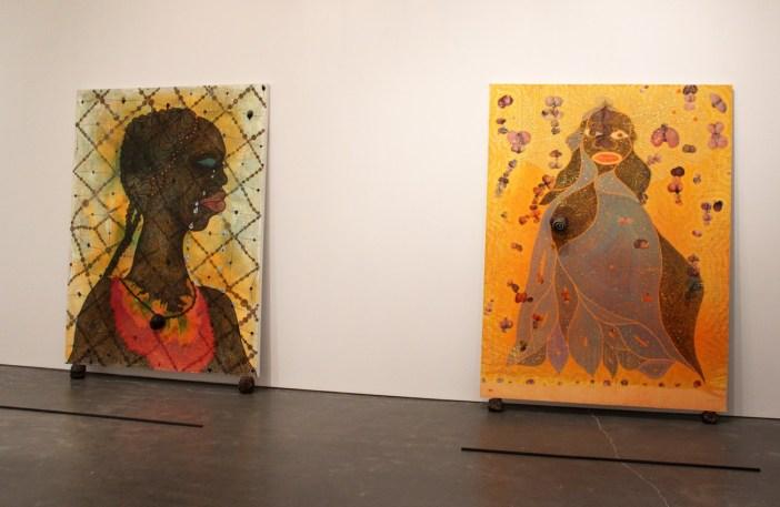 """A partir da esquerda: """"No Woman, No Cry"""" (1998)e """"The Holy Virgin Mary"""" (1996), em exposição no New Museum, Nova York, Outubro de 2014"""
