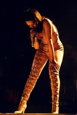 Rihanna-07-Facebook