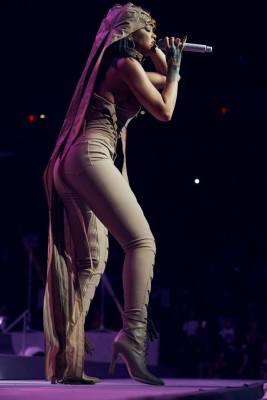 Rihanna-08-Facebook