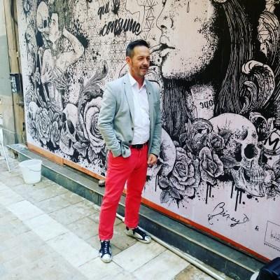 Jean-François RUIZ devant loeuvre de Biney
