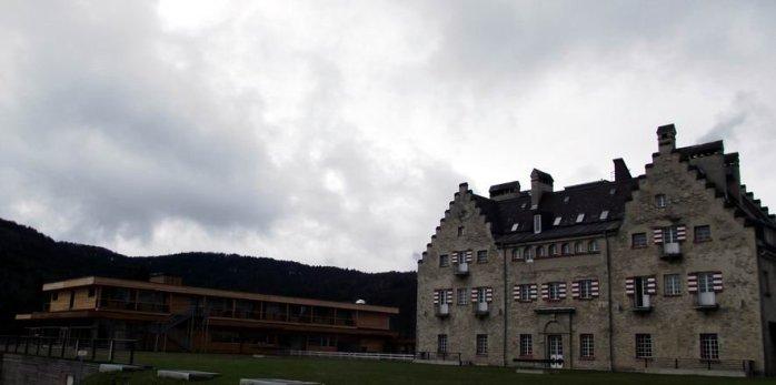 Rückseite Hotel und Badehaus