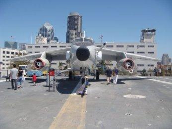 Flugzeug auf dem Flugzeugträger USS Midway 41 in San Diego
