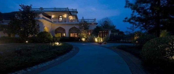 Das Resort Ananda ist ein ehemaliger Maharadscha-Palast und liegt in den Hügel am Fuße des Himalaja