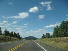 Einsame Straßen mit wunderschöner Natur sind beliebt bei USA-Touristen