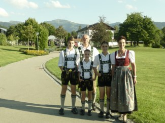 Familie in Tracht 2