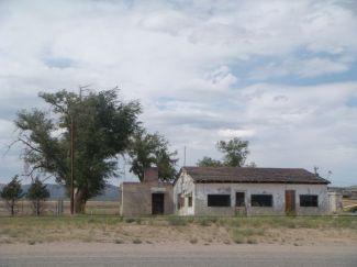 Heruntergekommene Häuser am Rande der Route 66.