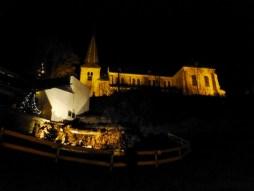 Kirche und Freilandkrippe