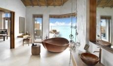 Fairmont_Maldives_Sirru_Fen_Fushi_Water_Villa_Premium_Bathroom_0002 v2